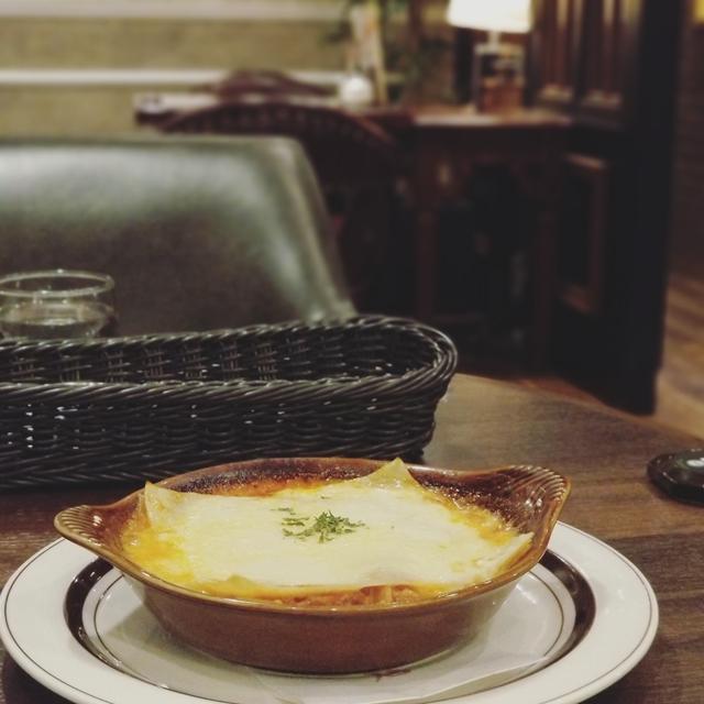 OK例:料理のラザニアより、お店の雰囲気を伝えたい写真。